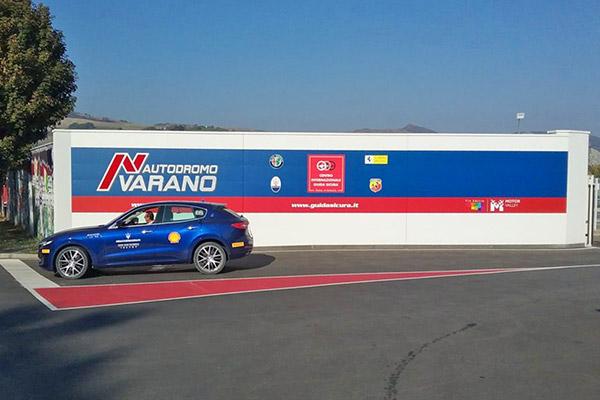 Casa Bezzia Painting Holidays at autodromo di Varano
