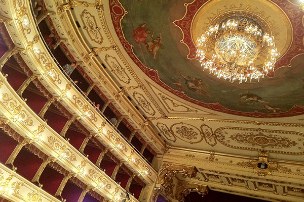 Casa Bezzia Painting Holidays at Teatro Regio of Parma